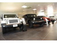 Jeepショールームです。迫力のJeepを展示しております。