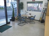 お客様へ快く商談して頂くために店内、商談スペースはいつも綺麗にしております。