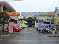 当店の営業内容は中古車販売買取り、車検、修理、海外製新品タイヤ、DVD、モニター販売取付けやってます