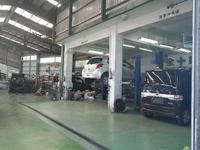 自慢の工場です!自社車検工場には車体修正機などの専門機器をそろえ、日頃の整備点検や車検も格安