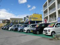 イオンライカムから沖縄市向けに下って来て頂くと左側に当店はございます!
