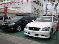 展示車のラインナップは高級セダンやハイブリッドカー!