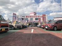 広い展示場、きれいな商談スペースで気持ちよくお車を探して頂けるようにしております。