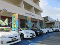 本店北側店舗にはハイブリッドカーをメインに屋内展示場には輸入車&GTカーを