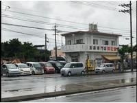 沖縄市池武当に御座います。沖縄南インターより約15分、毎週特選車を続々入庫しております♪