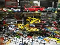 ミニカーもたくさん置いております!ミニカー目的の方はPM8:00〜ご来店下さい!