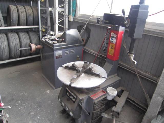 タイヤチャンジャー!大抵のタイヤなら自社工場でスピーディーに交換致します。