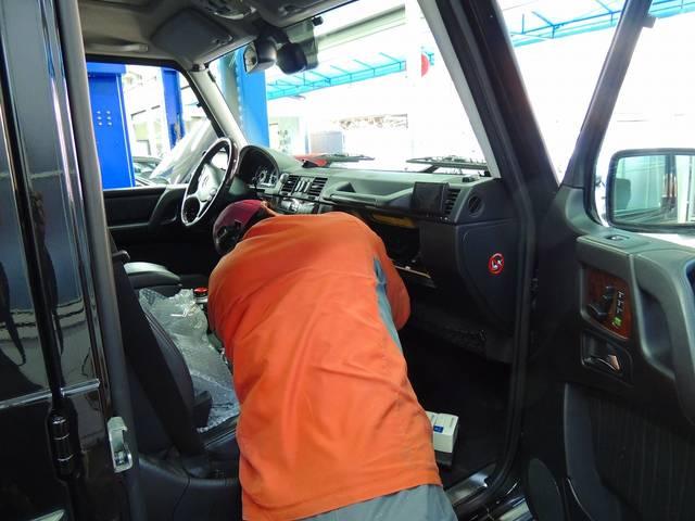 スタッフは、お客様のお車を丁寧に、丁寧に、整備させていただいております。