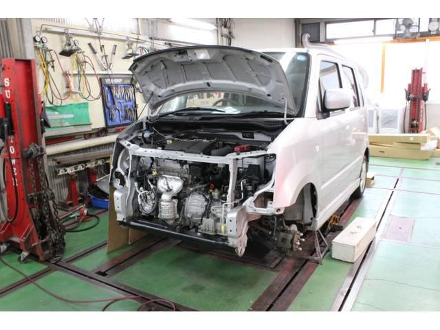 フレーム修正機完備しておりますので、大ダメージ車両もお任せください。