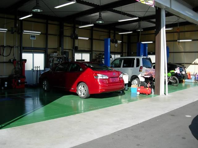お客様のお車を点検、整備させて頂く作業場です・