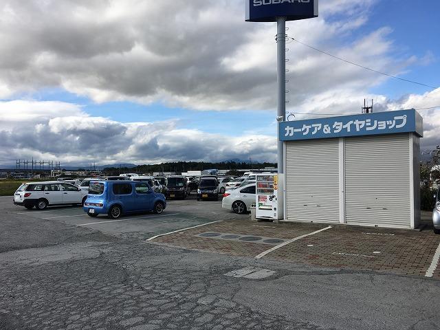 駐車スペースも沢山ご用意しております。安心してご来店下さいませ。