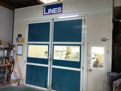 専用塗装ブース完備の工場です