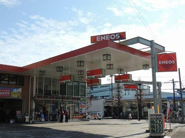 当社はガソリンスタンドも運営しております。