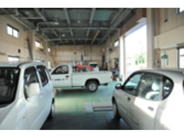 各整備や車両点検はこちらで行っています。作業は安全第一を心がけております。
