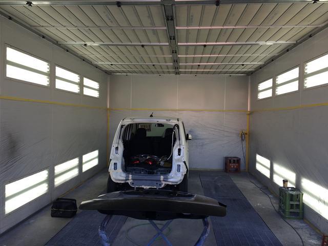 自社塗装ブース完備。ホコリや風を避けての塗装が可能です。