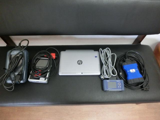 様々な車種に対応できるようコンピュータ診断機も多数ご用意しております。
