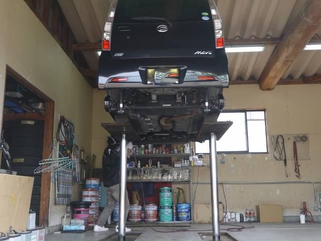 リフト完備!車体の下もしっかり点検できます