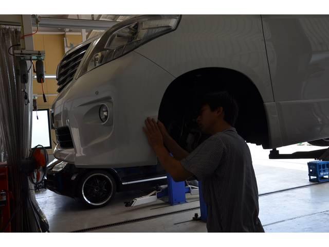 6名の整備スタッフが、日々みなさまの愛車をメンテナンスしております。