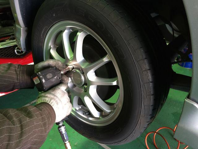 タイヤ交換もお任せください。また、その他カー用品取付もお任せ下さい