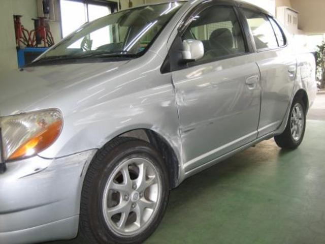 小さなキズやヘコみから大破してしまった車を元どうりに修復します。