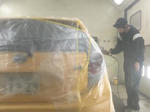 塗装ブースも完備しております。整備・修理だけじゃないのがトリオの秘密!