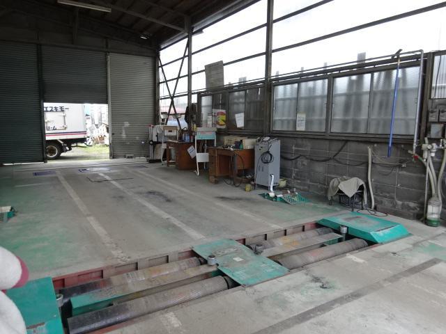 自社工場内に車検ラインを完備しております。
