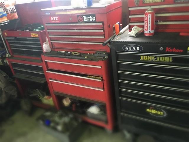 お車により使用する工具を使い分けて確りと整備致します
