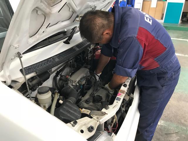 プロの整備士がお車をキッチリ整備いたします