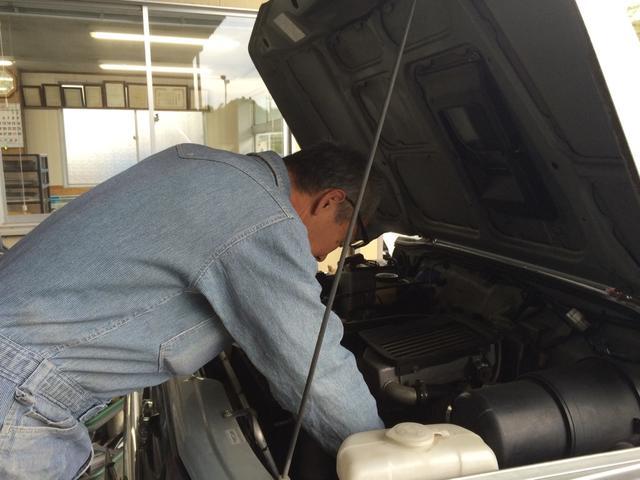 エンジンの整備もベテランメカニックが隅々まで行います!