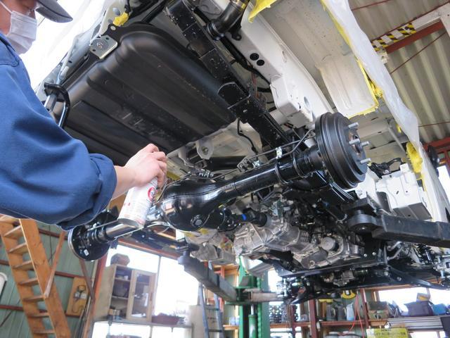 下回り防錆・保護塗装も致します。車体下部を塩害や通常の錆などから協力にガードします。