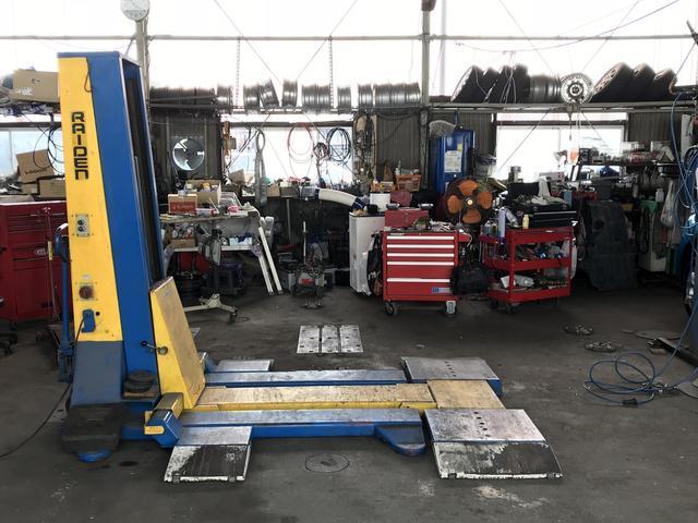 各種機材やリフトも充実しており、整備、修理は万全の状態です。