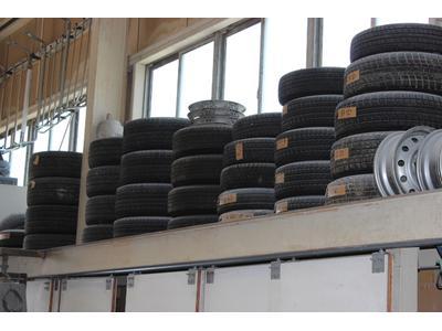 タイヤ保管サービスやってます