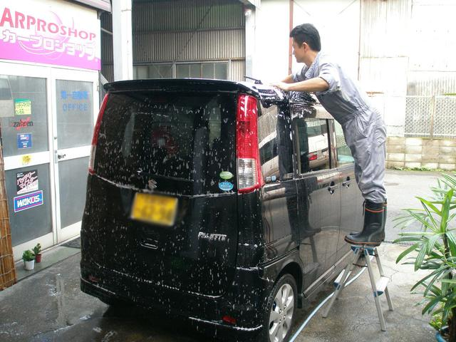 車検整備後は、仕上げは「あわ手洗い洗車」。丁寧に丁寧にタイヤワックスもします。