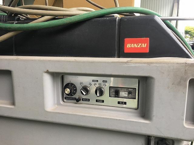 高圧洗浄機もございます。ボディはもちろん、下回り洗浄も承ります。