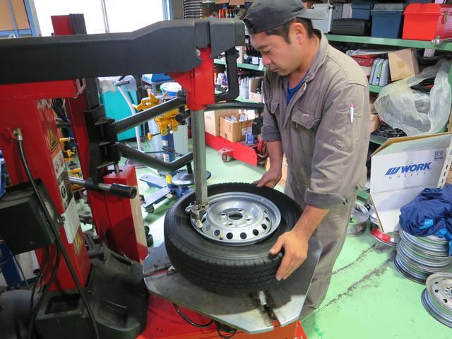 タイヤ交換も致します。24インチまで対応しています。