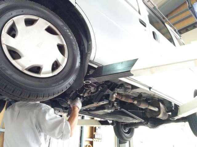 国家資格を持った整備士が、お客様のお車を丁寧に点検・整備致しますので、安心してお乗り下さい!