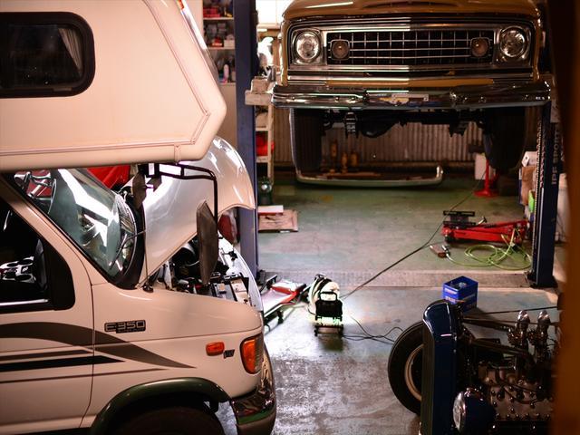 弊社ではフルサイズジープ(ワゴニア)をはじめ、ほぼ全ての車種に関して、修理・カスタムが可能です。