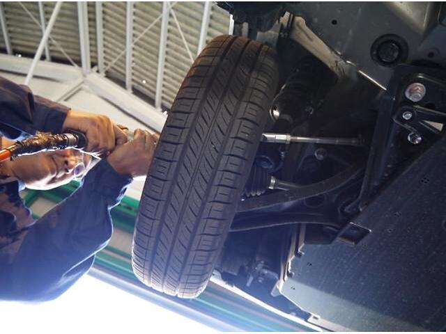 夏タイヤからスタッドレスタイヤへの交換作業も大歓迎♪タイヤ保管サービスも行っております