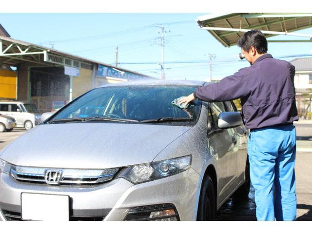 お客様の大切なお車をきれいに洗車も致します。