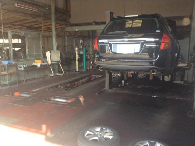 タイヤ交換からチューニングパーツの取付けまで幅広く作業しております!