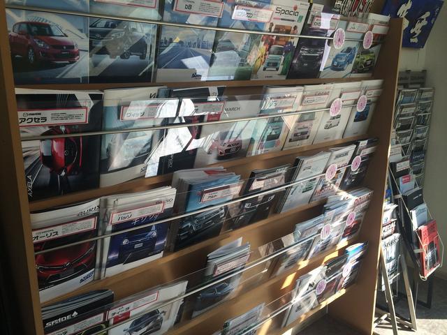 新車販売もお任せ下さい!各種メーカーのカタログを取り揃えております♪