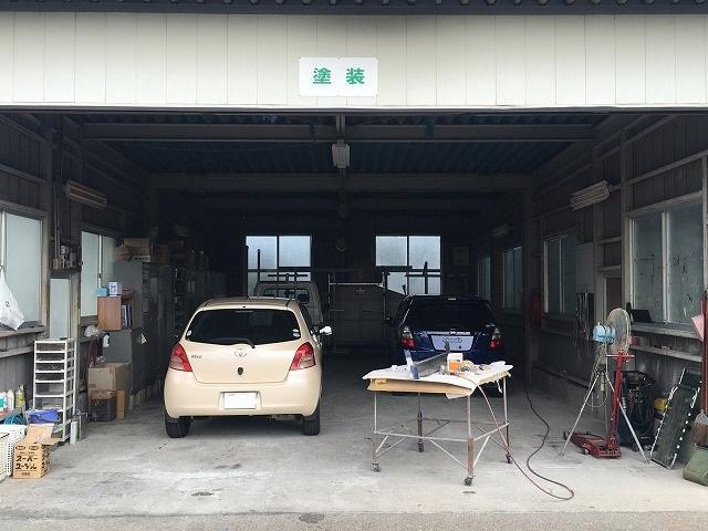 鈑金塗装もお任せ下さい。全ての作業を自社工場内で行いますので、より早くより柔軟な対応が可能です。
