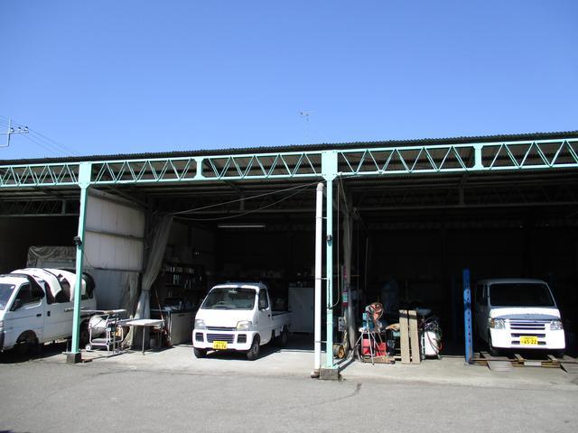 昭和39年創業。長年、地元ユーザーに愛されてきました。これからも頼られる整備工場を目指します。
