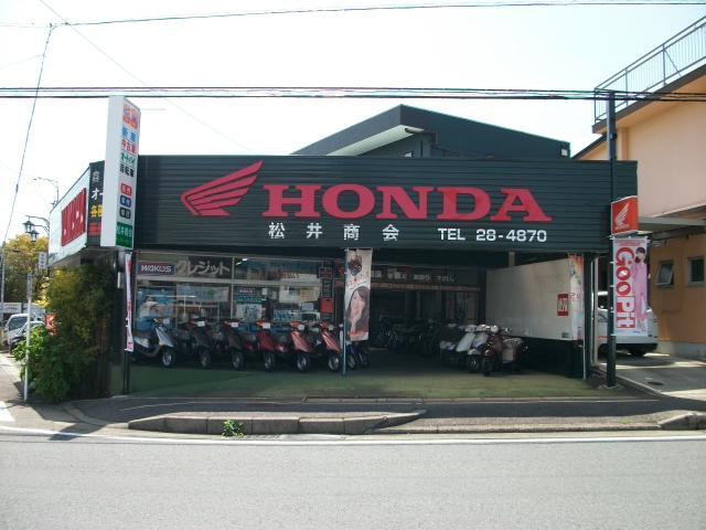 駐車場は店舗裏に御座います!お気軽にご来店下さい。