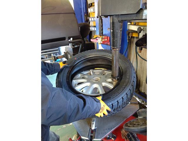 最新式のタイヤチェンジャー導入済み♪タイヤ交換2000円~承っております♪