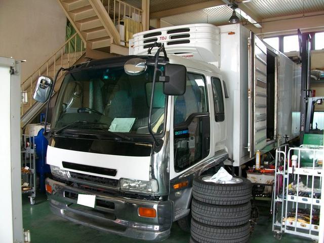 トラック・バン等商用車も得意としております。