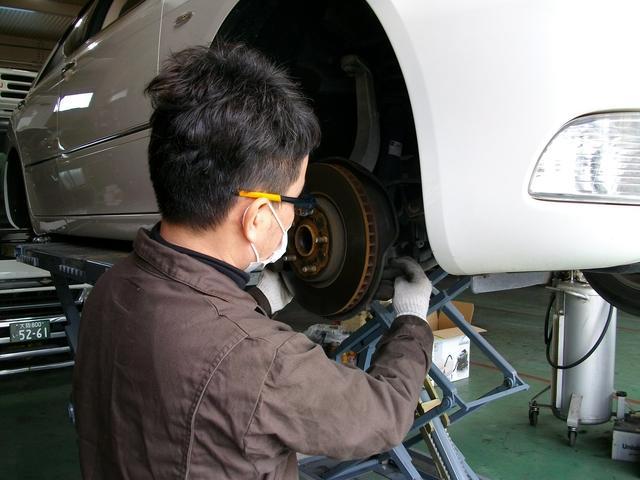 経験豊富な整備士があなたのお車をキッチリ整備いたします。