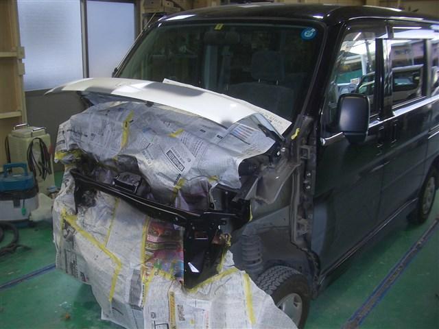 大小を問わず、事故などによる板金塗装も承ります。保険修理も対応致します。