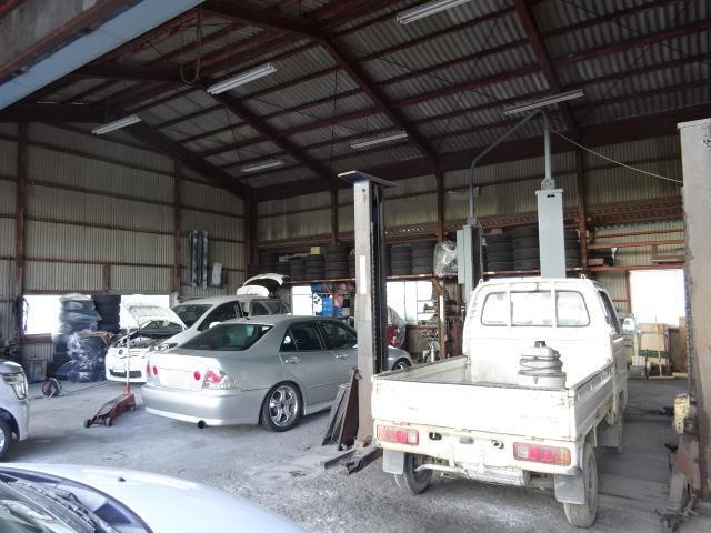 小さな工場ですが、陸運局から認証された工場です。