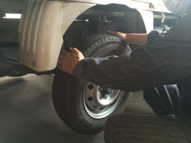 腕利きメカニックがお客様のお車を細部まで点検整備致します!